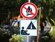 野营和火不允许警报信号克罗地亚 库存照片