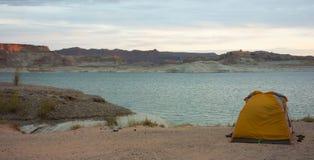野营在一个海滩在亚利桑那沙漠 库存图片
