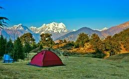 野营在喜马拉雅山 免版税库存照片