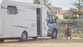 野营在山的RV在海附近 旅游业,旅行,假期的概念 股票录像