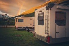 野营在彩虹下 免版税图库摄影