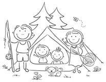 野营在森林的家庭 免版税库存图片