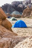 野营在沙漠的帐篷 库存照片