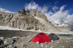 野营在法国阿尔卑斯 免版税图库摄影
