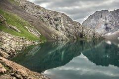 野营在湖丙氨酸Kol的边 免版税图库摄影