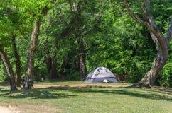 野营在美好的室外设置的帐篷 库存图片