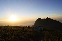 野营在登上Caratuva顶部 免版税库存图片