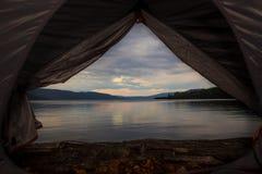野营在巴宾湖的帐篷 免版税库存照片