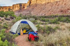 野营在Canyonlands的河 免版税图库摄影