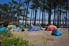 野营在Cies海岛上 免版税库存图片
