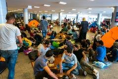 野营在Keleti火车站的难民在布达佩斯 免版税库存图片