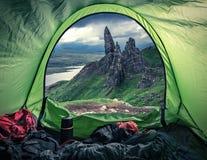 野营在Storr的老人顶部,苏格兰 免版税库存图片