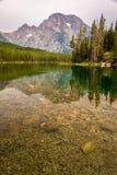 野营在Teton范围的独木舟 库存图片