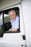 野营汽车的老人 免版税库存图片