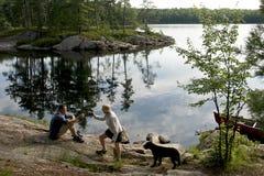 野营的加拿大独木舟 免版税图库摄影