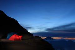 野营的圆顶帐篷 免版税库存图片