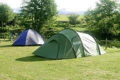 野营的域在帐篷的草绿色 库存照片