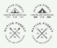 野营的套葡萄酒室外和冒险商标,徽章 库存图片