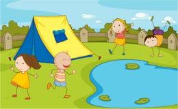 野营的孩子 免版税库存图片