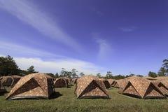 野营的山帐篷 免版税库存图片