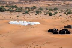 野营的帐篷在撒哈拉大沙漠 库存图片