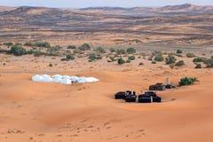 野营的帐篷在撒哈拉大沙漠 免版税库存照片