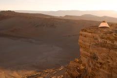 野营的帐篷在瓦尔de la的月/月球沙漠 库存图片
