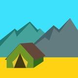 野营的帐篷有山背景 免版税库存照片