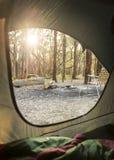 野营的日出通过帐篷 库存图片
