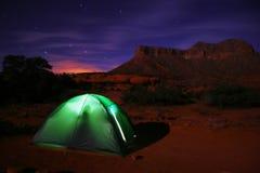 野营的星形下 免版税图库摄影