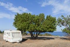 野营的有蓬卡车海运 库存图片