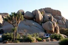 野营的沙漠空间suv 图库摄影