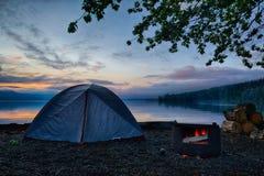 野营的湖日出 图库摄影