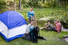野营的系列讲西班牙语的美国人 免版税库存图片