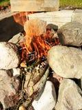 野营的BBQ由石头制成 免版税图库摄影