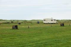 野营空与仅一辆有蓬卡车 库存图片