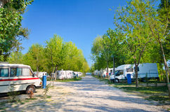 野营车停放的野营的意大利 免版税库存照片