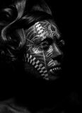 野蛮宗教妇女伏都教,纹身花刺。 部落 免版税库存照片
