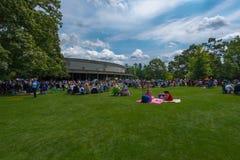 野餐在公园 免版税库存照片