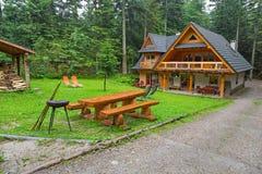 野餐在Tatra山森林里  免版税库存图片