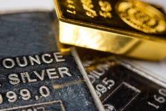 金、银和钯酒吧 免版税库存照片
