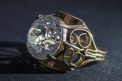 金与金刚石的ringGold圆环 免版税库存图片