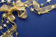 金丝带和星形框架 免版税库存照片
