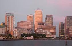 金丝雀码头企业和银行业务区夜光 免版税图库摄影