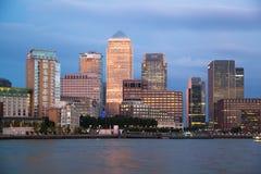 金丝雀码头企业和银行业务区夜光 免版税库存照片