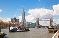 金丝雀码头企业从泰晤士河的唱腔视图 库存图片