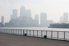 金丝雀码头在有copyspace的伦敦 免版税图库摄影