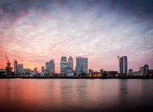 金丝雀码头日落,伦敦 免版税图库摄影