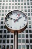 金丝雀码头时钟。伦敦,英国 库存图片