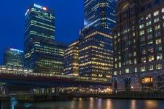 金丝雀码头,伦敦,英国夜视图  免版税库存图片